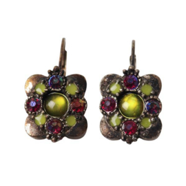 Square-shaped Earrings with green and red beads
