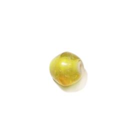 Gele glaskraal met wit aan de binnenkant