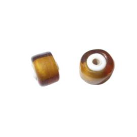 Bruine, halfronde, doorzichtige kraal met witte binnenkant