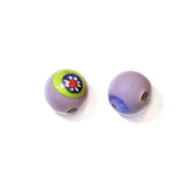 Paarse, ronde glaskraal met wat kleurtjes in het glas