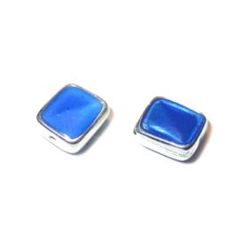 Vierkante metalen kraal gevuld met blauw epoxy
