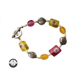 Armband met gele en roze glaskralen