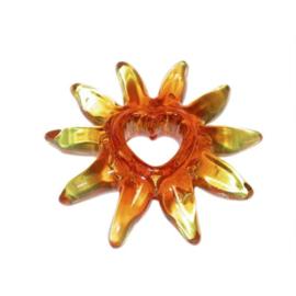 Oranje zon van Acryl met een hart in het midden