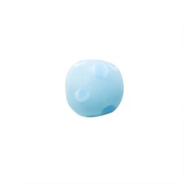 Lichtblauwe glaskraal met blauwe stippen