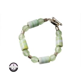 Armband met groene en metalen kralen