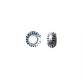Zilverkleurige metalen ronde kraal