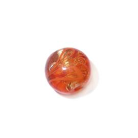 Oranje ronde glaskraal met donkeroranje veegjes