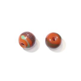 Oranje, ronde glaskraal, handbeschilderd met goen, goud en rood