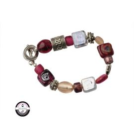 Armband met rode, roze, transparante en lichtroze glaskralen
