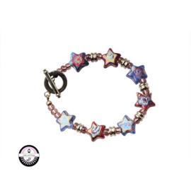 Armband met rode en blauwe glaskralen