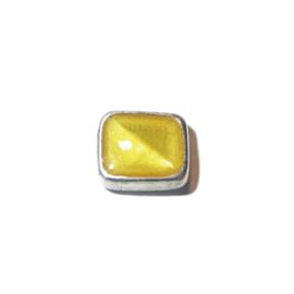 Vierkante metalen kraal gevuld met geel epoxy