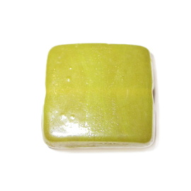 Gele platte, vierkanten glaskraal