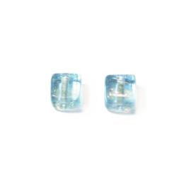 Lichtblauwe transparante vierkante glaskraal