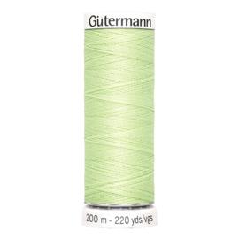Nr 152 Lichtgroen Gutermann alles naaigaren 200 m.