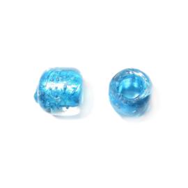 Doorzichtige kraal met blauwe binnenkant