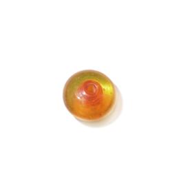 Oranje schijfvormige glaskraal, in het midden iets donkerder
