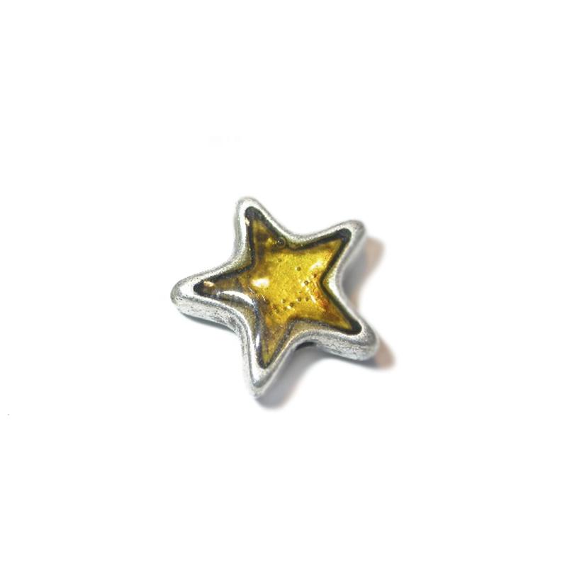 Metalen ster met een geel epoxy laagje