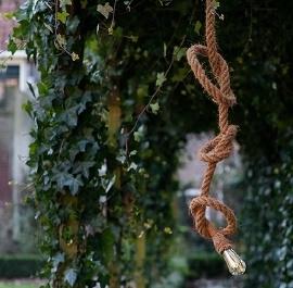 Lamp gemaakt van touw