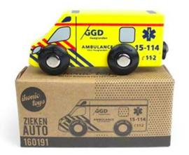 Houten ambulance met logo