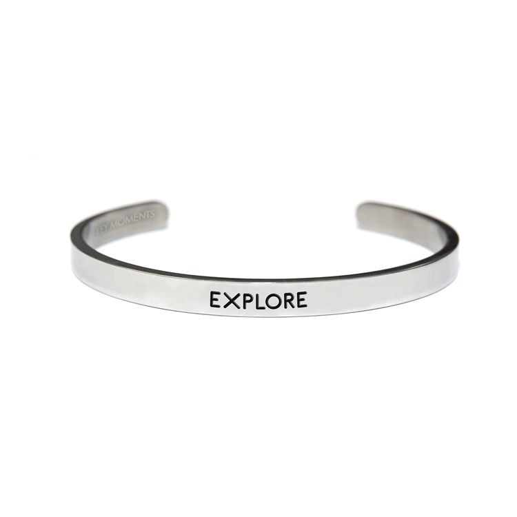 Stalen open bangle met tekst - explore