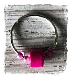 Festival haarbedels / Bevestigingsring middel  + roze kralen  1,2 cm  / 1 stuk