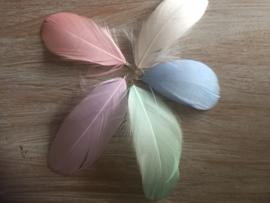 Festival haarbedels / bedel haar veer pastel - diverse kleuren / 1 stuk