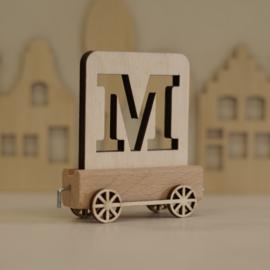 M | Houten lettertrein