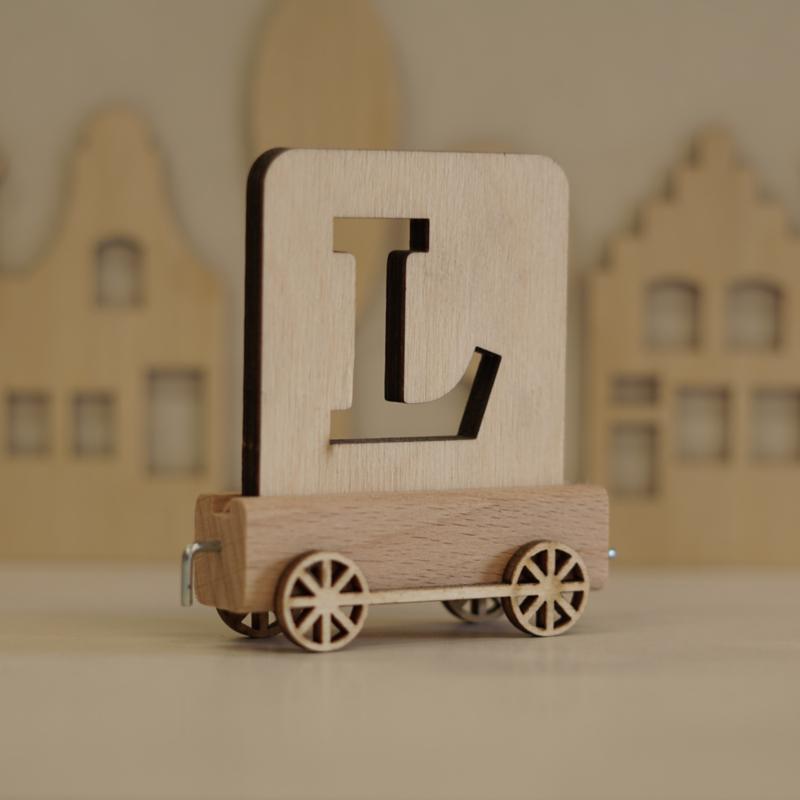 L   Houten lettertrein