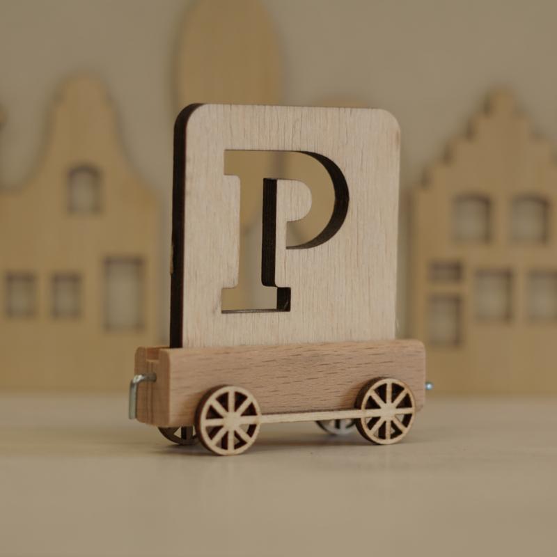 P |  Buchstabenzug aus Holz