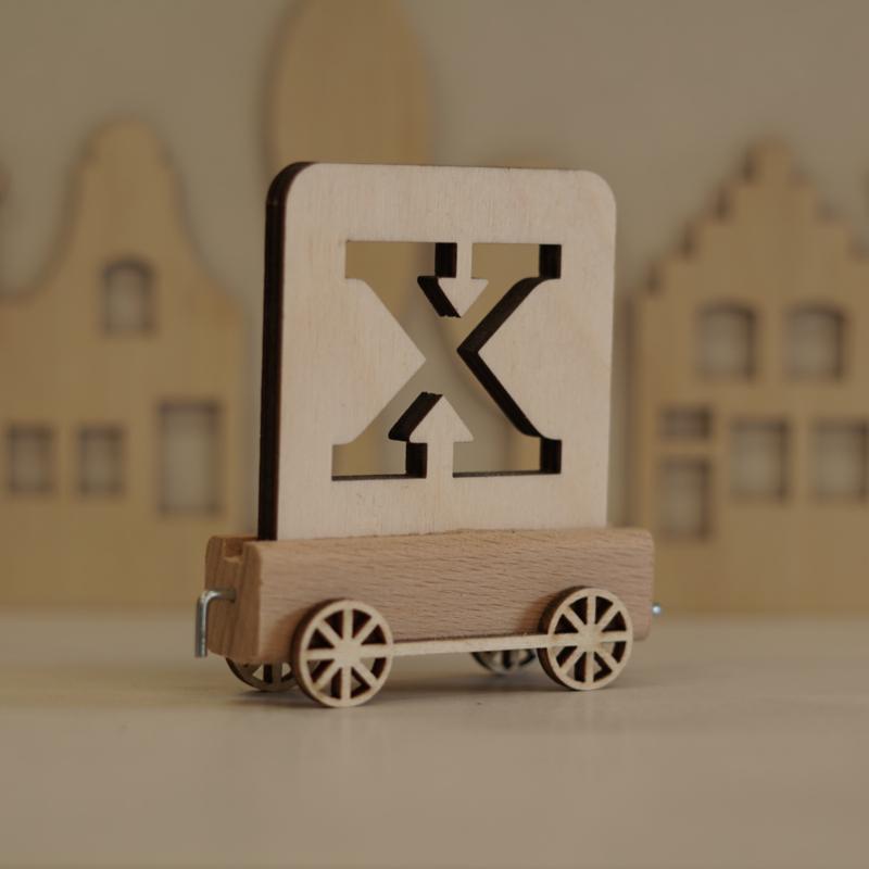 X | Buchstabenzug aus Holz