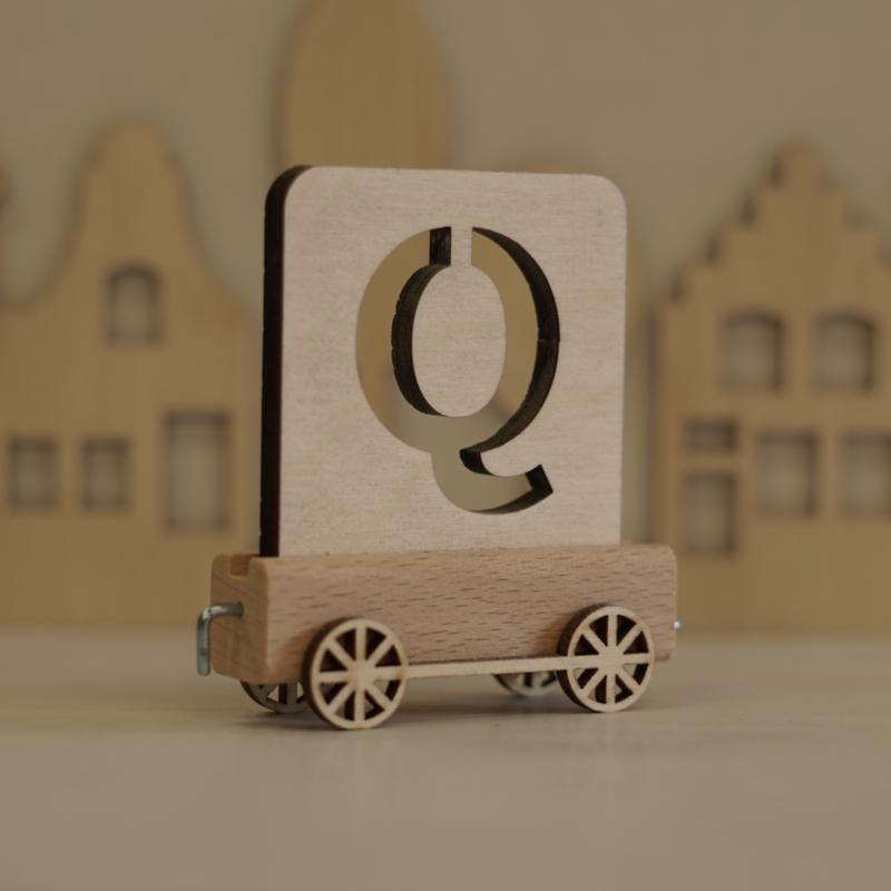 Q | Houten lettertrein