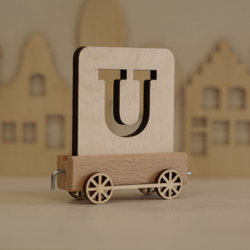 U |  Buchstabenzug aus Holz