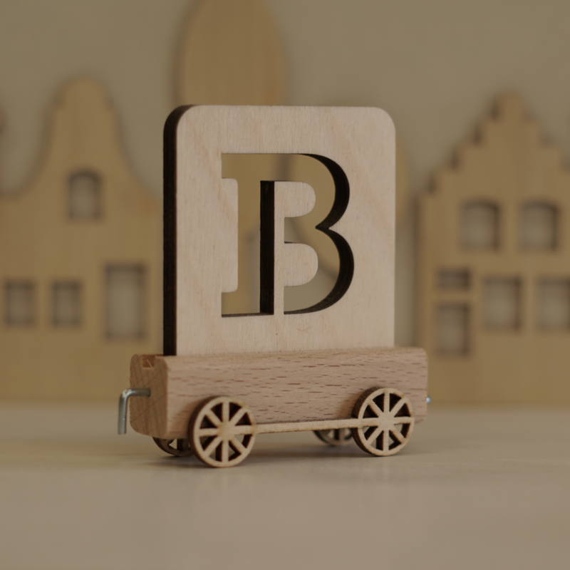B | Houten lettertrein
