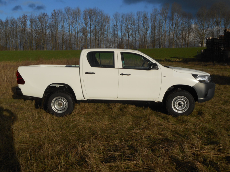 Toyota Hilux 3.0D Double Cabin M/T Basic