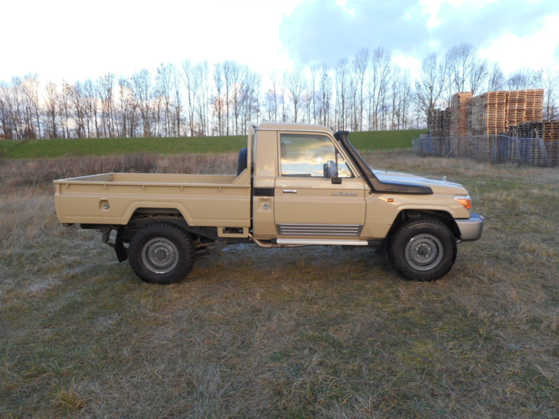 Toyota Land Cruiser HZJ79 4.2D Single Cabin M/T
