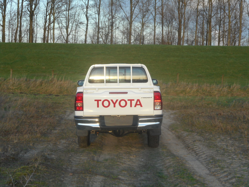 Toyota Hilux 2.4TD Double Cabin M/T Standard