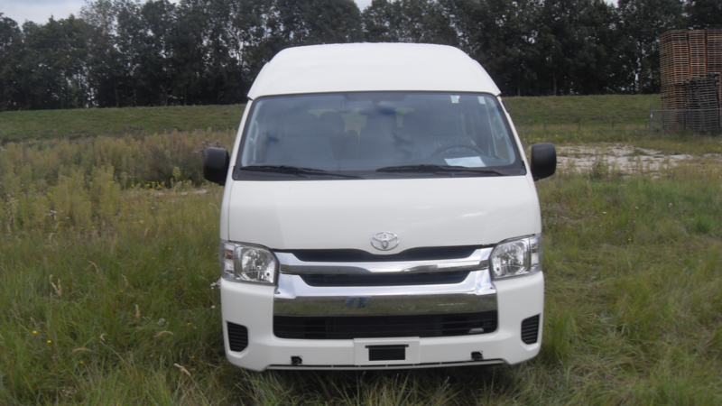 Toyota Hiace Commuter 2.5TD 15 Seater High Roof M/T