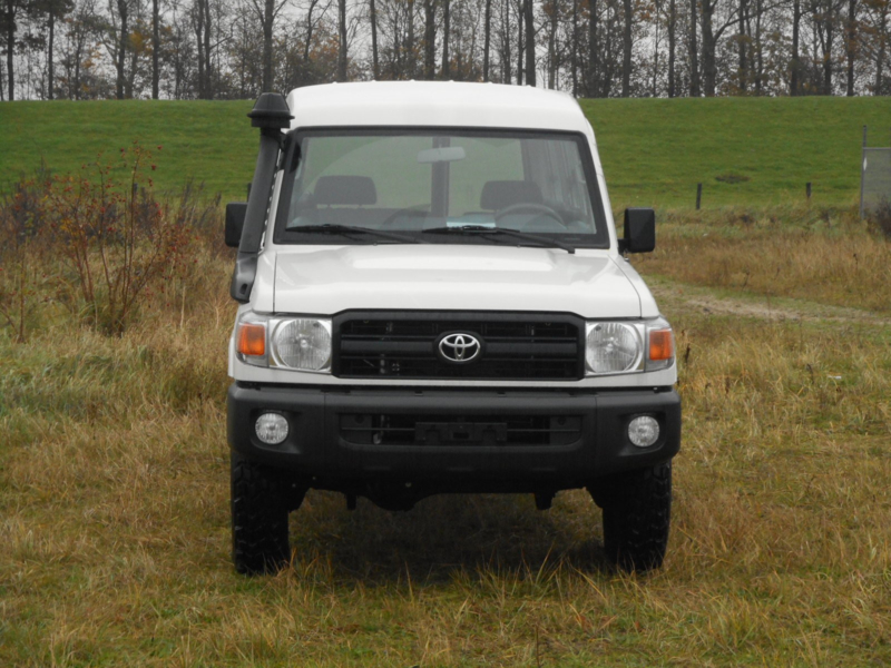 Toyota Land Cruiser HZJ78 4.2D Hardtop Long M/T