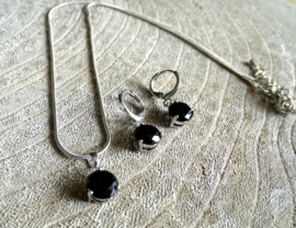2 Love it Black Round - Sieradenset - Ketting - Oorbellen - Zirkonia - Zwart - Zilverkleurig