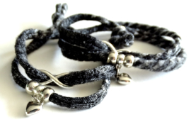 2 Love it Twin Infinity Stoer - Armband - Vriendschapsarmbandjes - Per 2 - Gerycycled textiel - 50 CM lang - Elastisch - Grijs -Zilverkleurig
