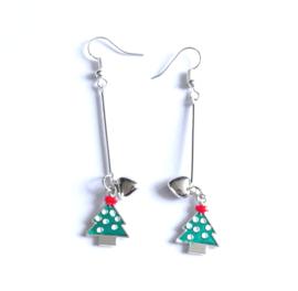 2 Love it Kerstboom Love - Oorbellen - Oorhangers - Kerst - Metaal - Emaille - Lengte 5.5 cm -  Groen - Rood - Wit - Zilverkleurig