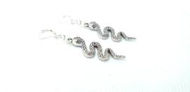 2 Love it Snake - Oorbellen - Hangers - Basic Quality Metal - Nikkelvrij - Lengte ca. 7 cm - Zilverkleurig