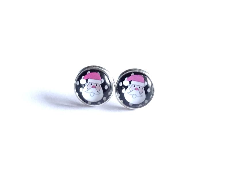 2 Love it Claus P -  Oorbellen - Oorknopjes - Kerst - Metaal - 12 mm - Roze - Wit - Zwart - Zilverkleurig