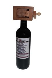 Houten Wijnpuzzel  met wijnfles met persoonlijk etiket
