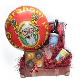 Abraham cadeaupakket met Ballon en Naam etiketten Wijn en Mosterd