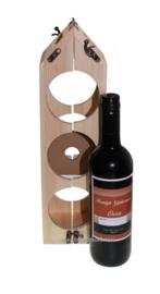 Wijnkist als duurzaam wijnrek met wijnfles met Felicitatie etiket