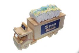 Houten vrachtwagen spaarpot met naam kraamcadeau