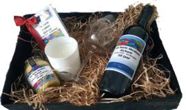 Abraham cadeauset met Felicitatie  op wijn en mosterd etiket