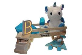 Baby cadeau Stoer in houten vrachtwagen met Babynaam