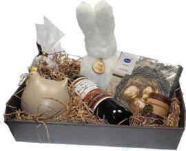 Paas cadeau met wens etiket op de wijnfles